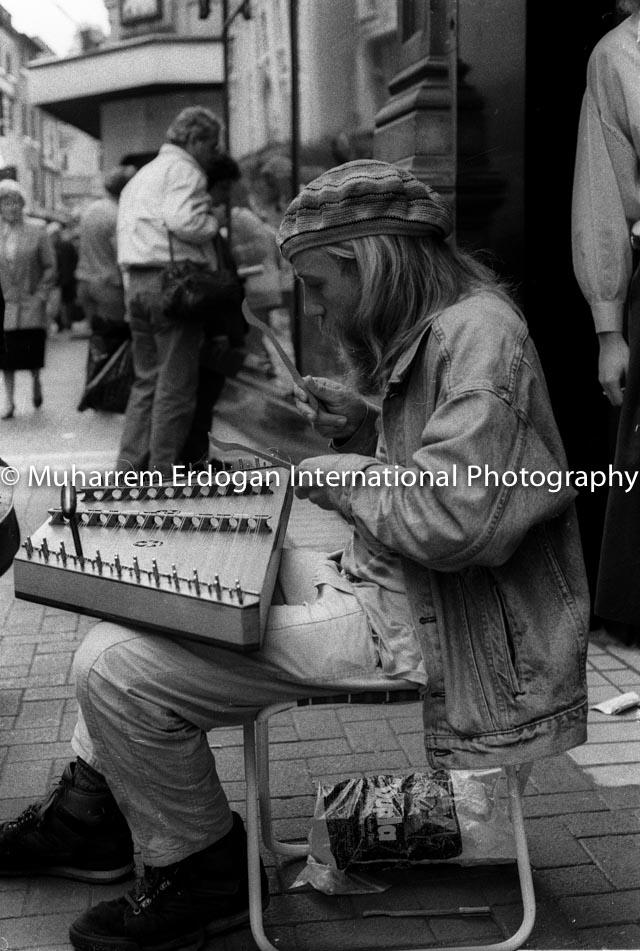 Ireland Dublin Grafton-Street Irish street musician August 1989